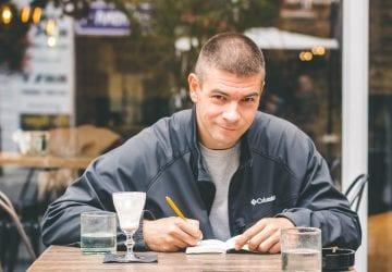 Kreatívec Gabriel Melaga: Najžiadanejšie sú nápisy s kávou a nadávkami