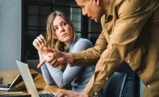 Témy, oktorých by sme nemali hovoriť s kolegami v práci