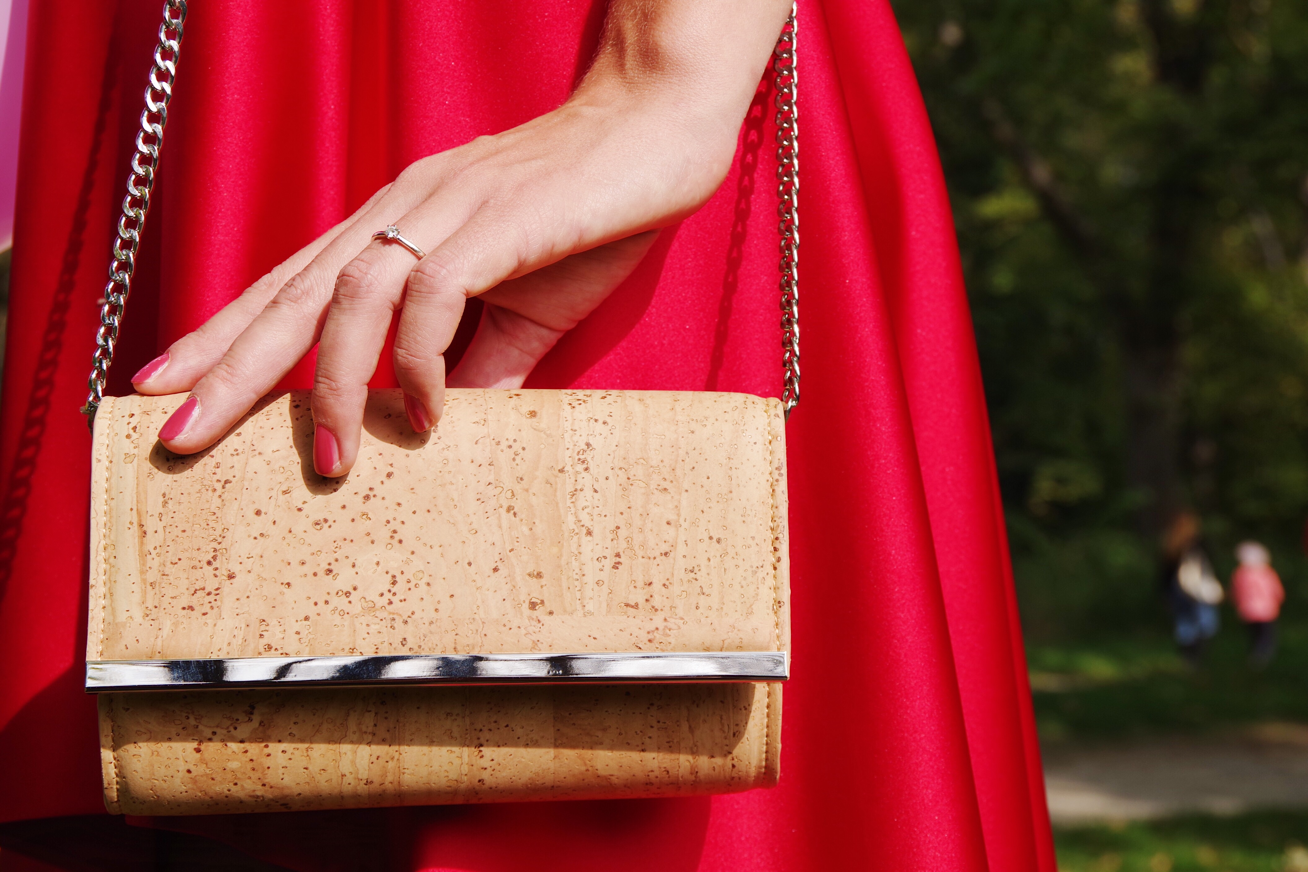 8d3e576a86c71 Vedeli ste, že z korku sa nevyrábajú len štuple, ale aj korkové kabelky?