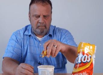 VIDEO: Vtipný video bloger bez hanby vytvára tieto otrasné kombinácie jedál
