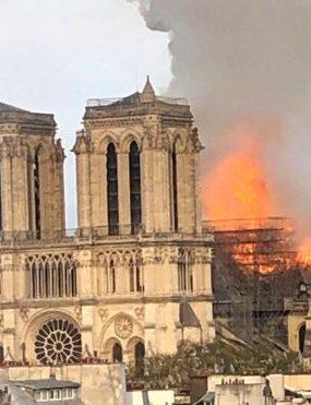 VIDEO: Katedrála Notre-Dame v Paríži je v plameňoch!