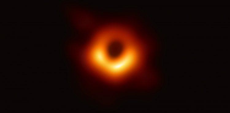 Nazreli sme do brány smrti? Toto je prvý záber čiernej diery v dejinách
