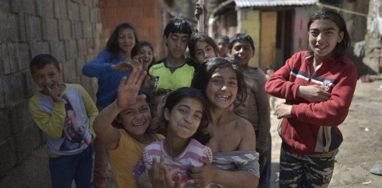 Upracme Slovensko? Výzva akceptovaná aj v Lomničke, rómska obec sa pustila do veľkého jarného upratovania