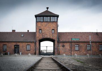 Muž chcel ukradnúť časť zo železničnej trate Osvienčimu. Hrozí mu 10 rokov v base