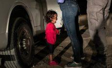 Odfotil plačúce dievča na hranici: Videl som strach v ich očiach, hovorí autor najsilnejšej fotografie roka