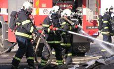 Z pardubickej nemocnice šľahali plamene. Oheň vraj založili väzni
